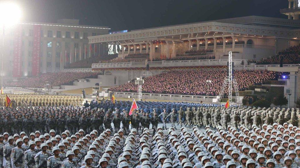 朝鲜举行阅兵式纪念劳动党八大