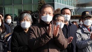 韩国实施新冠疫苗运输演练 文在寅视察现场