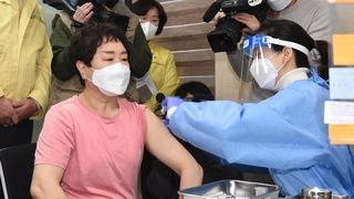 韩国正式启动新冠疫苗接种工作