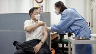 文在寅接种第二剂阿斯利康新冠疫苗