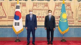 文在寅与哈萨克斯坦总统托卡耶夫举行首脑会谈