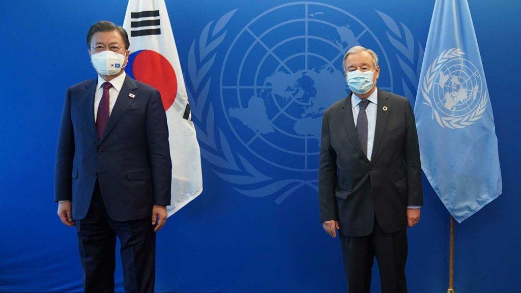 文在寅会见联合国秘书长安东尼奥·古特雷斯