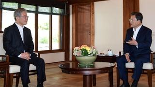 文在寅会见执政党总统候选人李在明