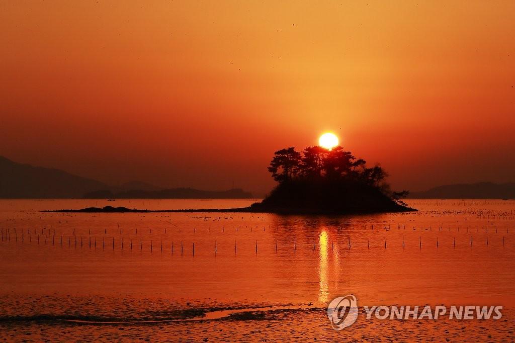顺天湾卧温海滩的日落 韩联社