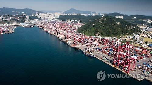 釜山港吞吐量大减 对华货物转运积压