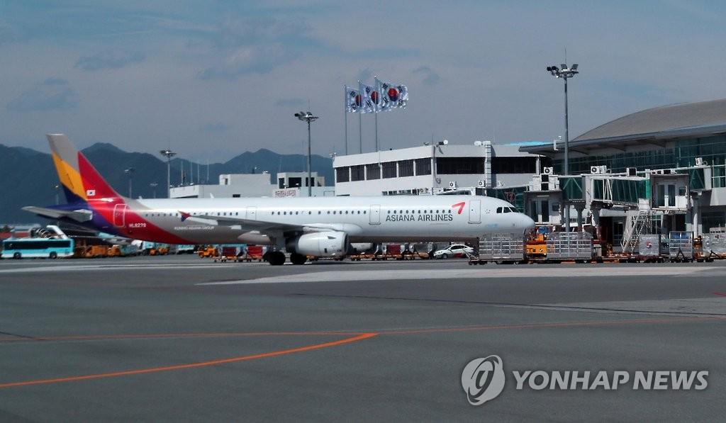 资料图片:釜山金海国际机场(韩联社)
