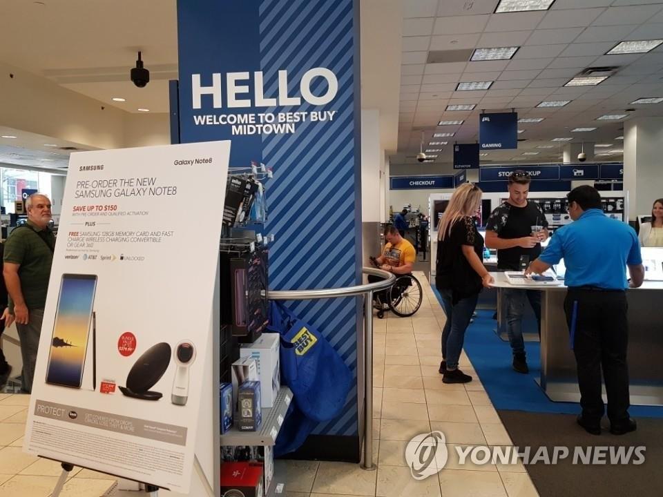 设在纽约曼哈顿一卖场内的Note8体验区(韩联社)