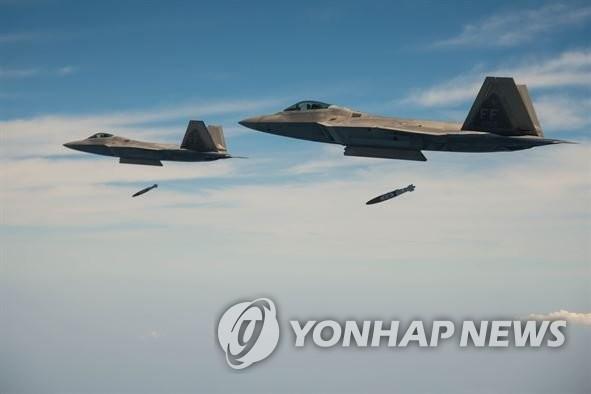 资料图片:F-22战机(韩联社)