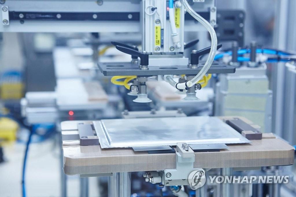 资料图片:SK创新动力电池生产线 韩联社/SK创新供图(图片严禁转载复制)