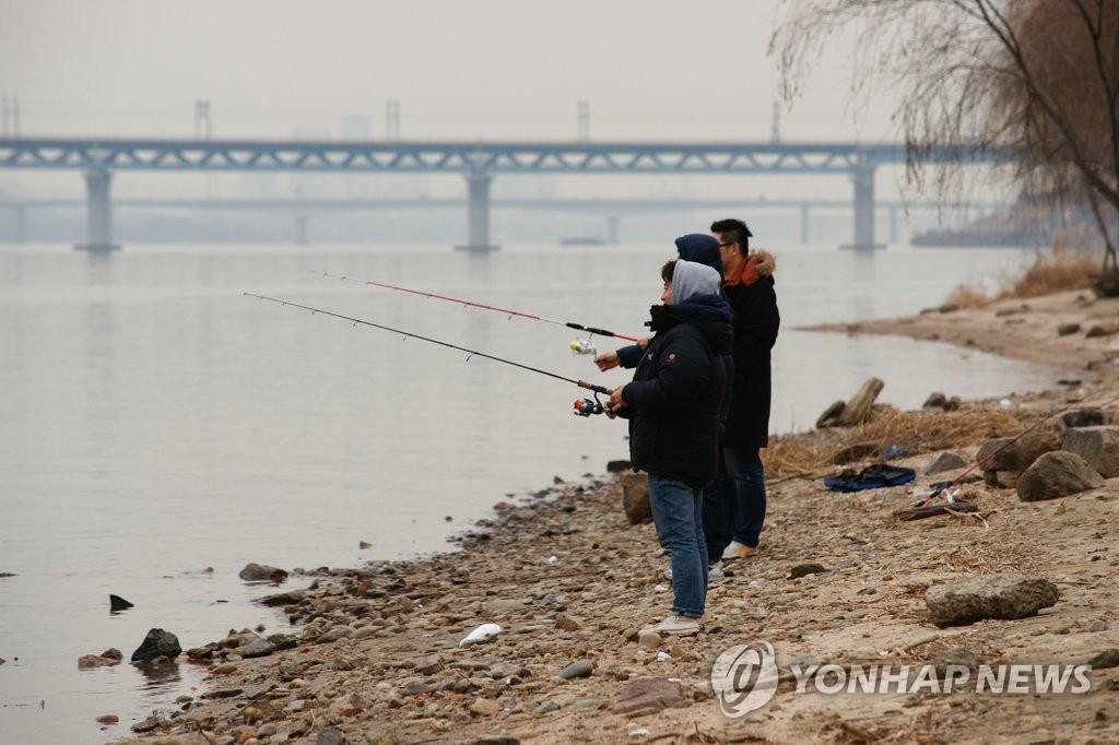 韩上班族工时缩短后充电支出猛增