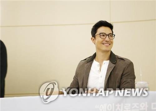 韩裔演员丹尼尔·亨利加入高额捐助者俱乐部