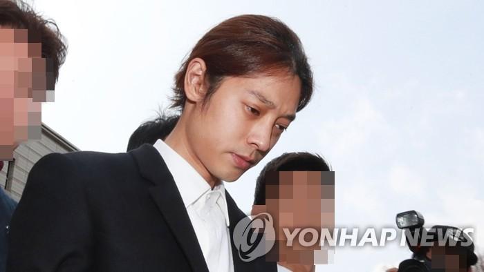 资料图片:歌手郑俊英 韩联社