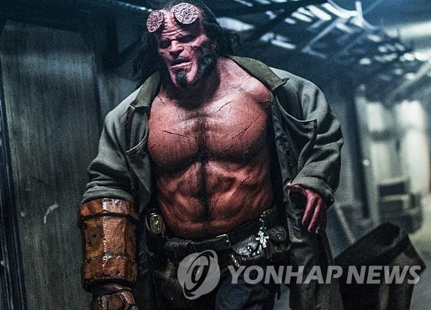 《地狱男爵》海报(韩联社/Megabox Plusm供图)