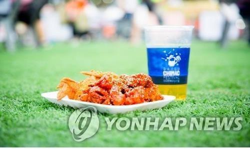 资料图片:炸鸡和啤酒 韩国炸鸡啤酒产业协会供图(图片严禁转载复制)
