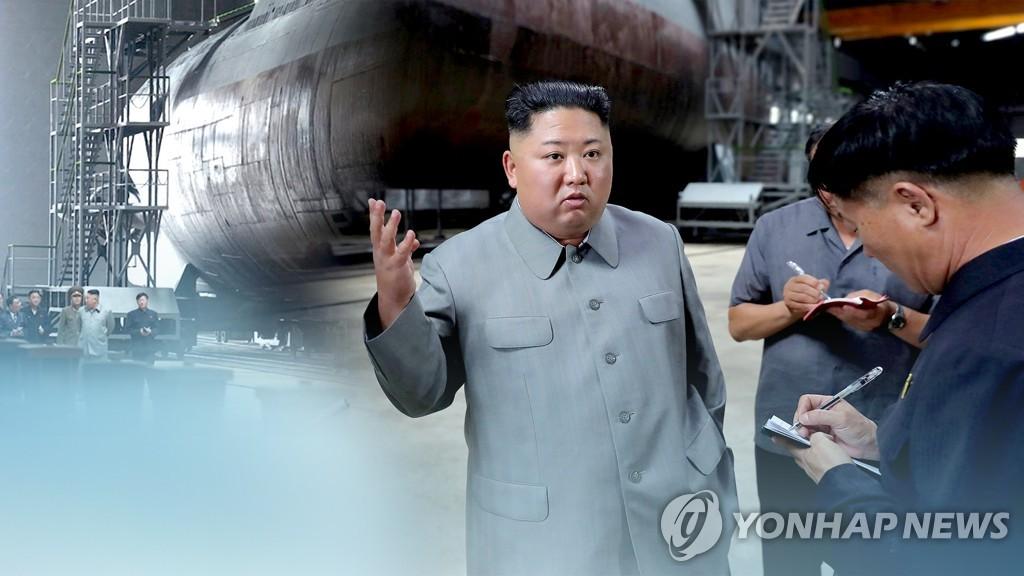 资料图片:金正恩视察潜艇工厂。 韩联社TV供图(图片严禁转载复制)