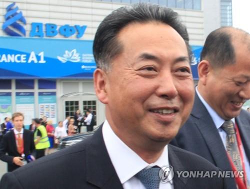 朝鲜驻华大使换人 前贸易相李龙男获任