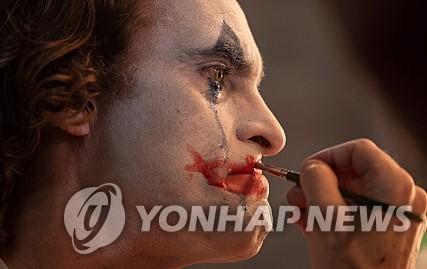 《小丑》剧照 韩联社/华纳兄弟韩国公司供图(图片严禁转载复制)
