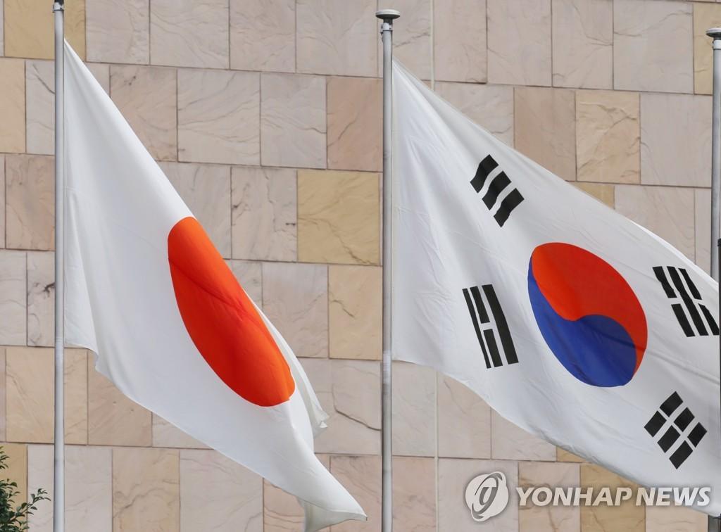 资料图片:韩国国旗(右)和日本国旗 韩联社