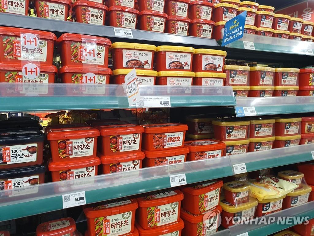 资料图片:首尔一家大型超市的辣椒酱货架 韩联社