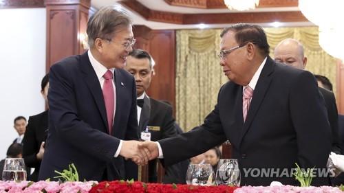 文在寅同老挝主席本扬就韩老复交25周年互致贺电