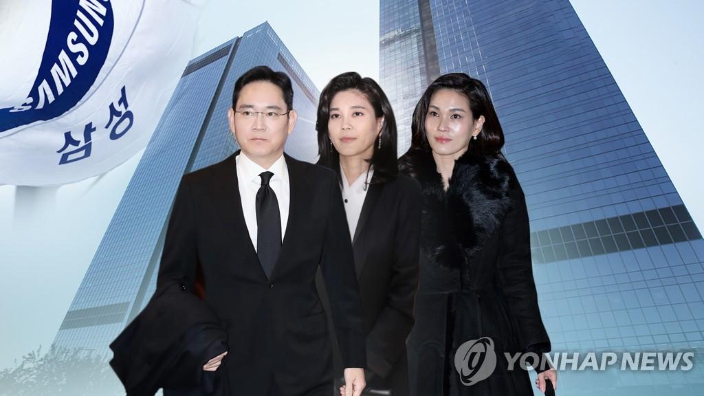 资料图片:左起依次为李健熙的子女李在镕、李富真、李叙显。 韩联社