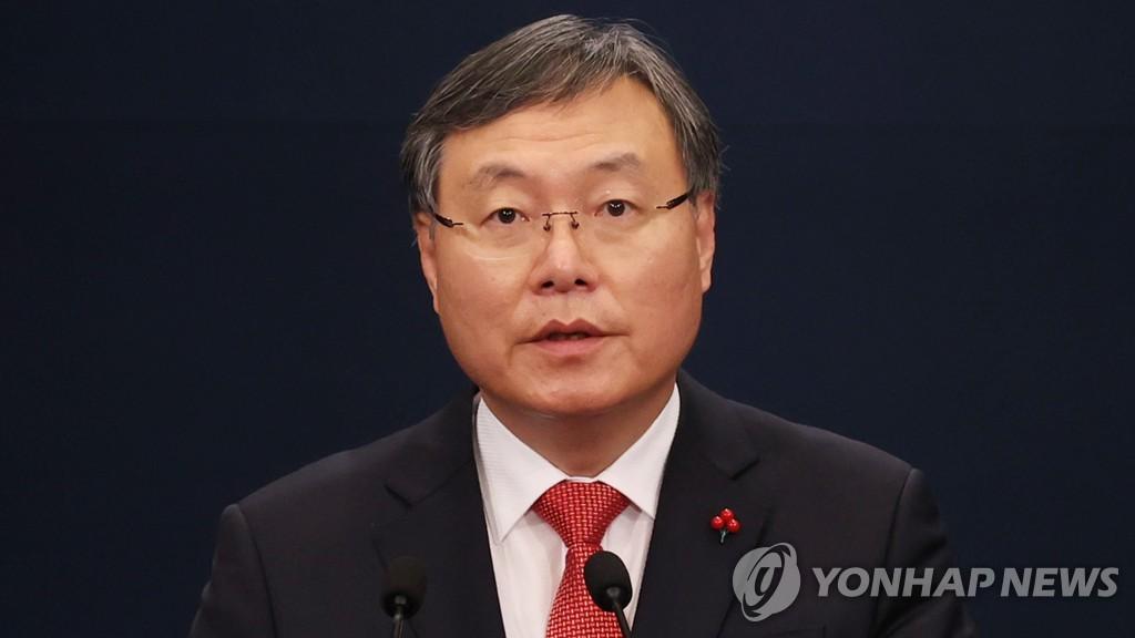 韩青瓦台民政首秘:去留问题听从总统安排