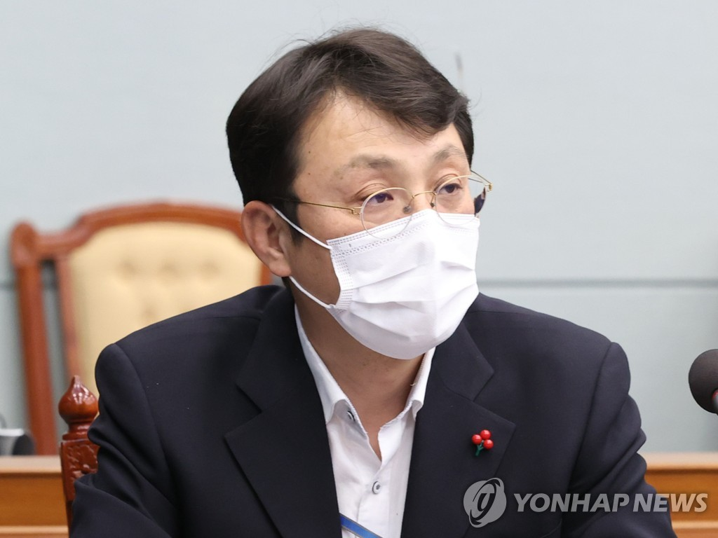 资料图片:青瓦台国政状况室室长李震锡 韩联社
