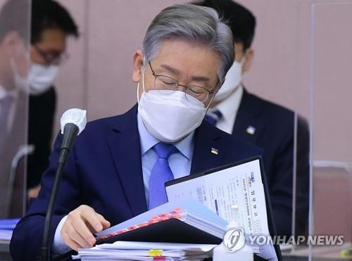 韩京畿道知事李在明就下属涉腐道歉