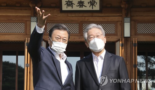 详讯:文在寅会见执政党总统候选人李在明
