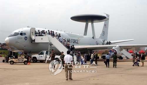 美军预警机侦察机今飞抵韩半岛上空