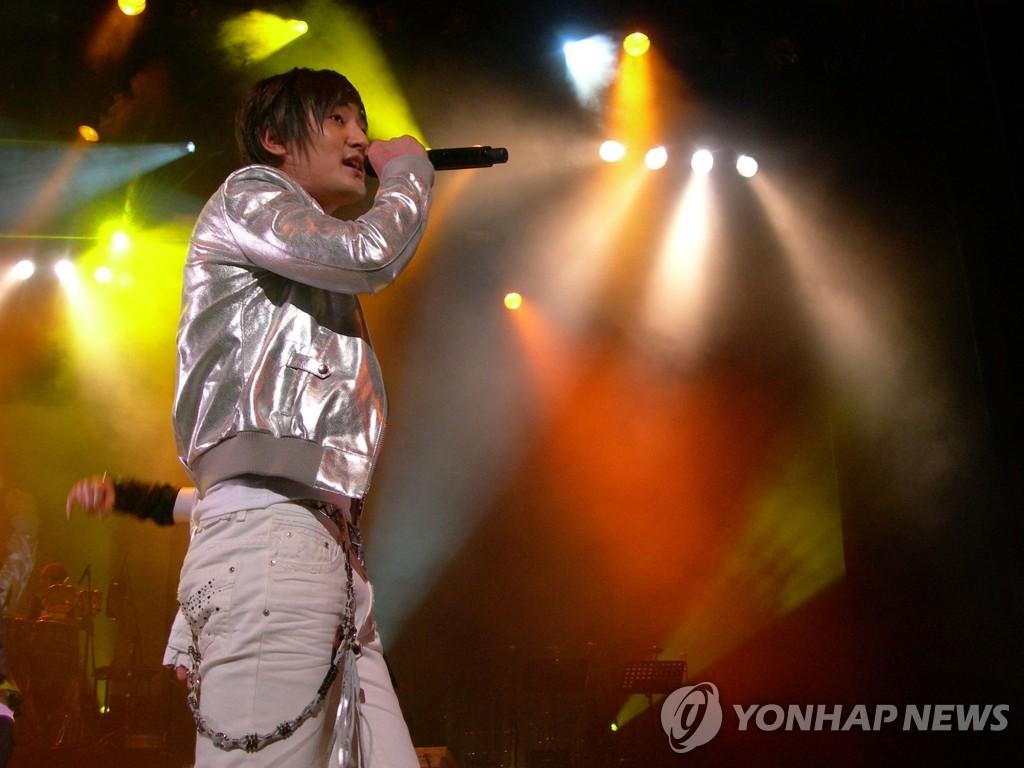 安七炫在日本举行个人演唱会