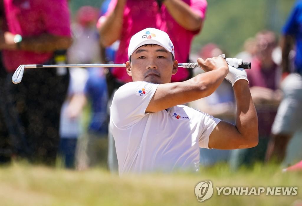 韩国高球手康晟训在美巡赛上首摘冠