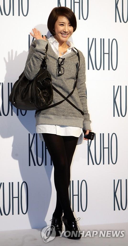 徐仁英参加KUHO时装秀