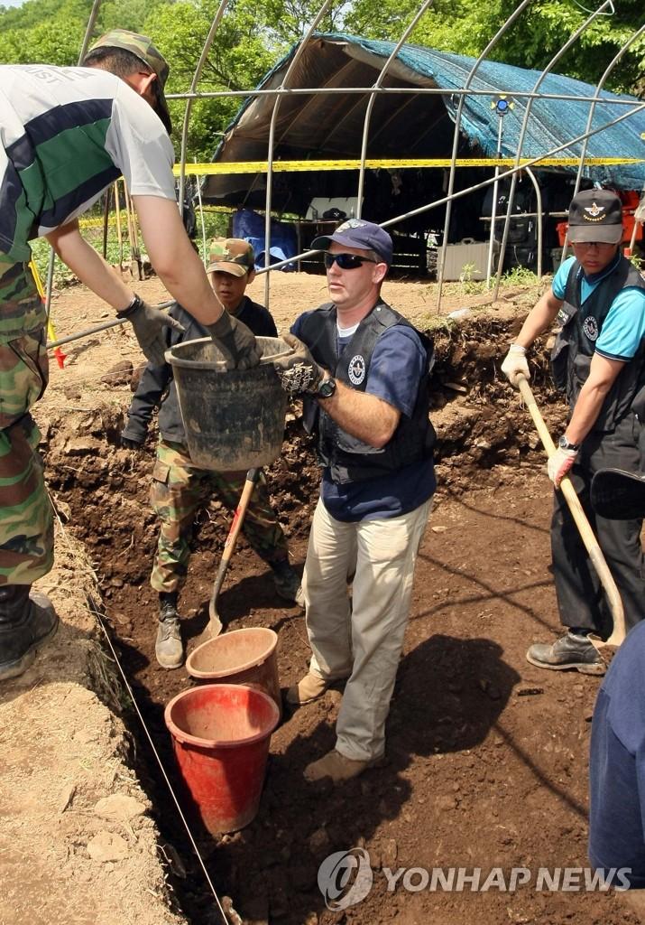 韩美共同挖掘6.25牺牲战士遗骸