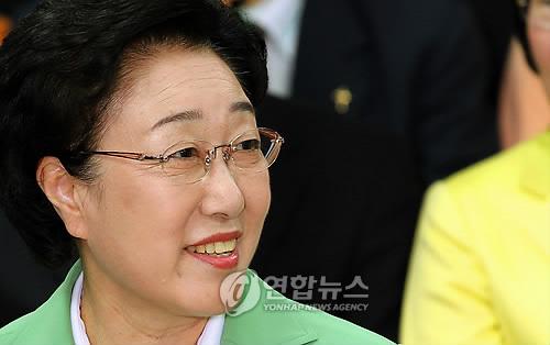 暂时领先的首尔市长候选人韩明淑
