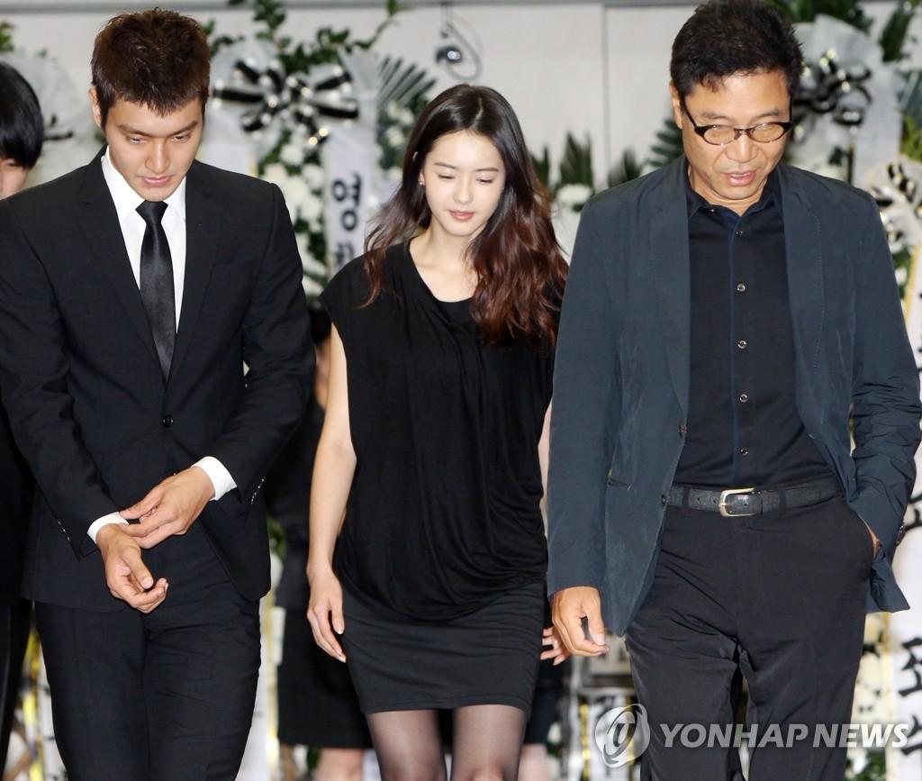 SM旗下艺人吊唁安德烈·金
