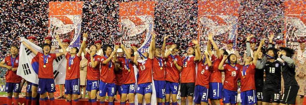资料图片:站在2010年U17女足世界杯冠军领奖台上的韩国女足代表队 韩联社
