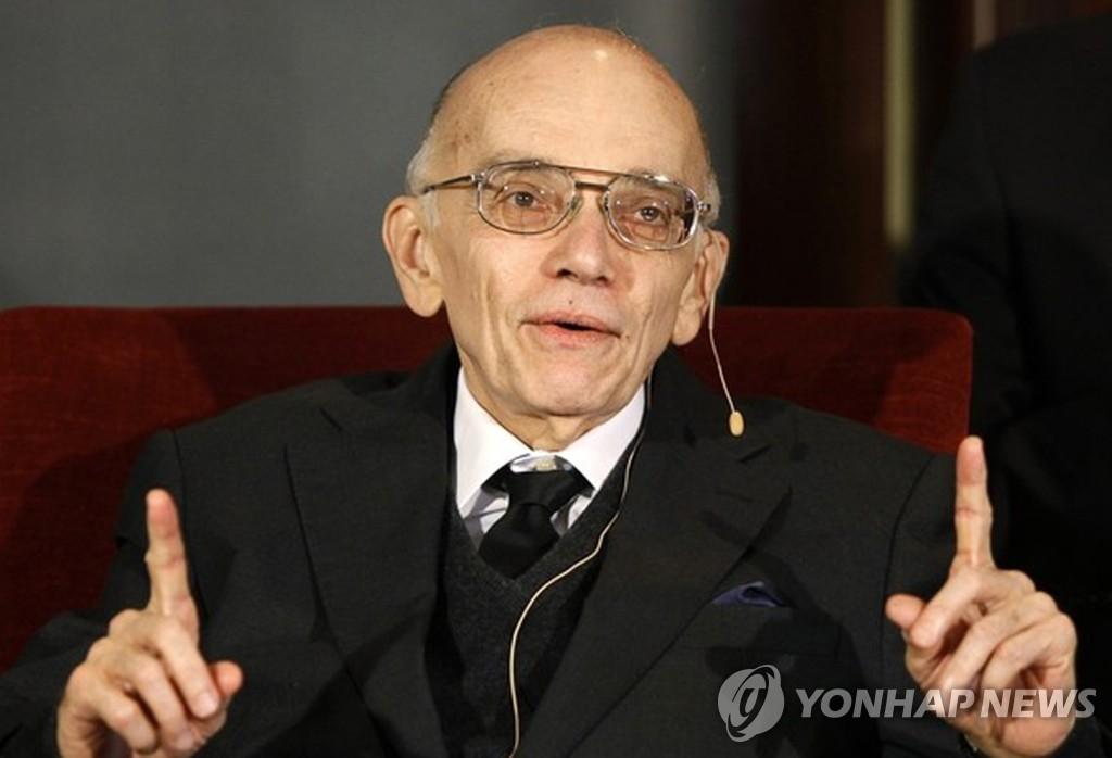 西斯特码博士获得首尔和平奖