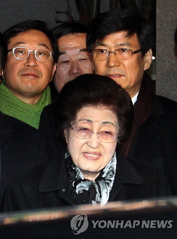 李姬镐女士启程前往朝鲜