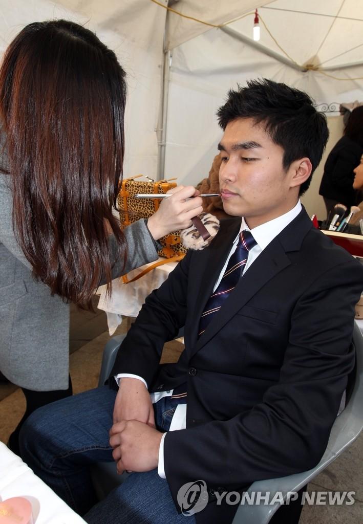男士也要化妆