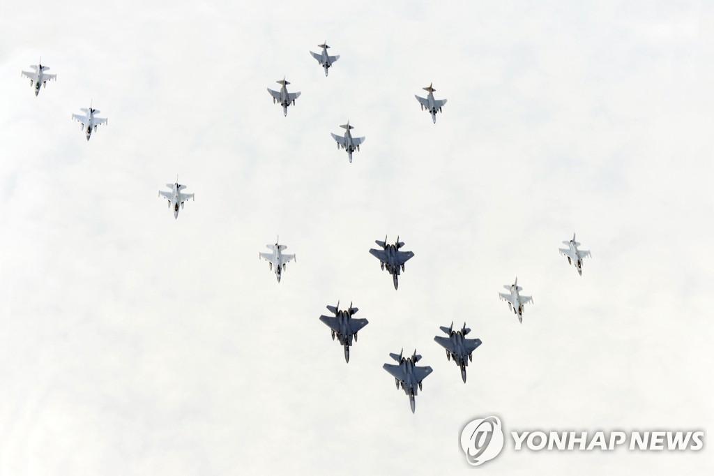 韩美联合举行空中演练