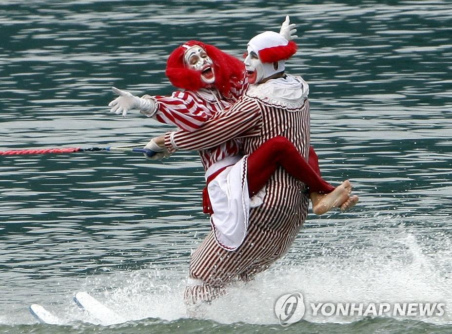 春川休闲大赛滑水表演