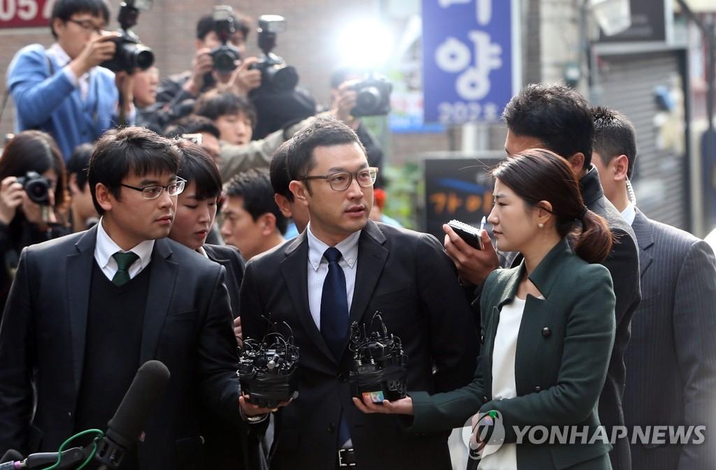 李明博长子李时炯接受检方调查