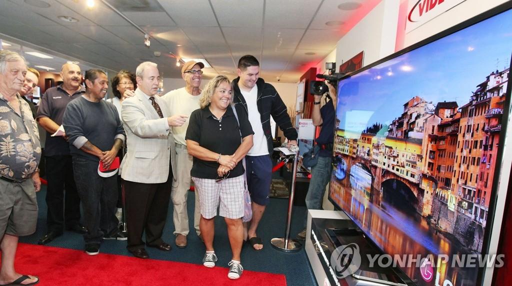 LG电子在美国推出全球最大的超高清电视