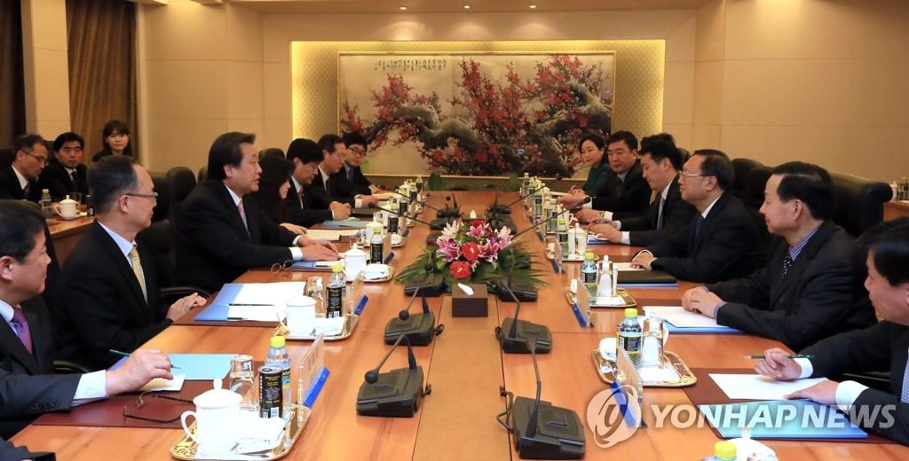 朴槿惠特使团会见中国外长杨洁篪
