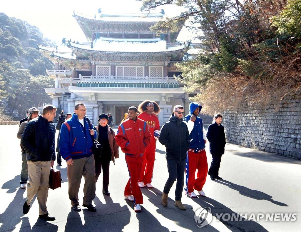 美篮球选手参观朝鲜设施