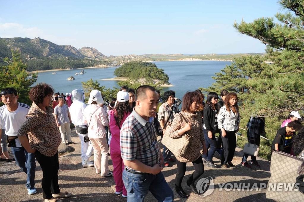 罗先-金刚山国际旅游团抵达朝鲜
