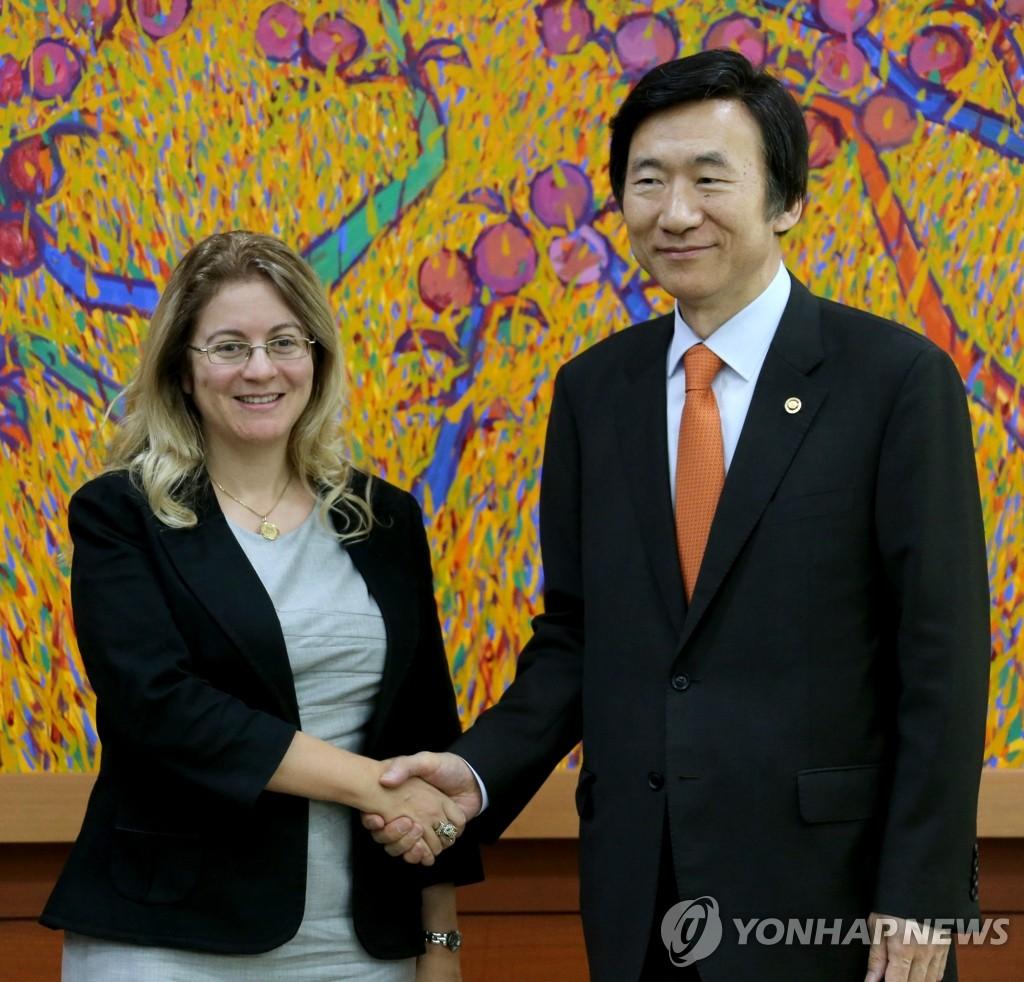 外长尹炳世会见GCF秘书长提名人