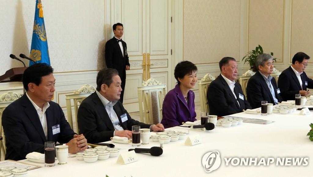 朴槿惠与大企业总裁共进午餐