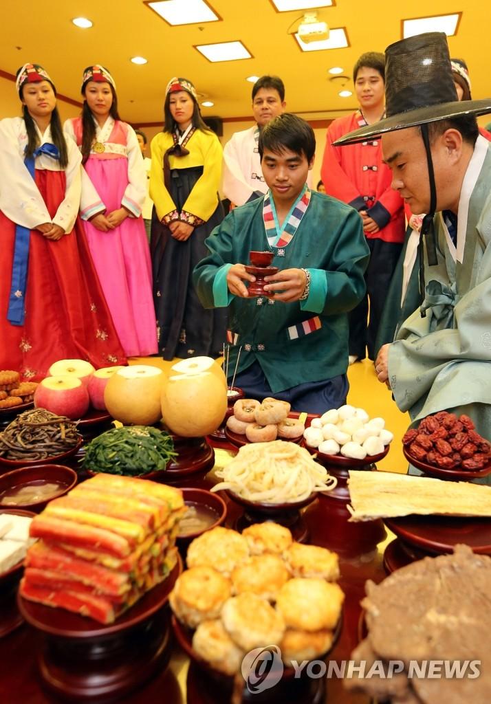 外国人体验韩国节日祭祀礼仪